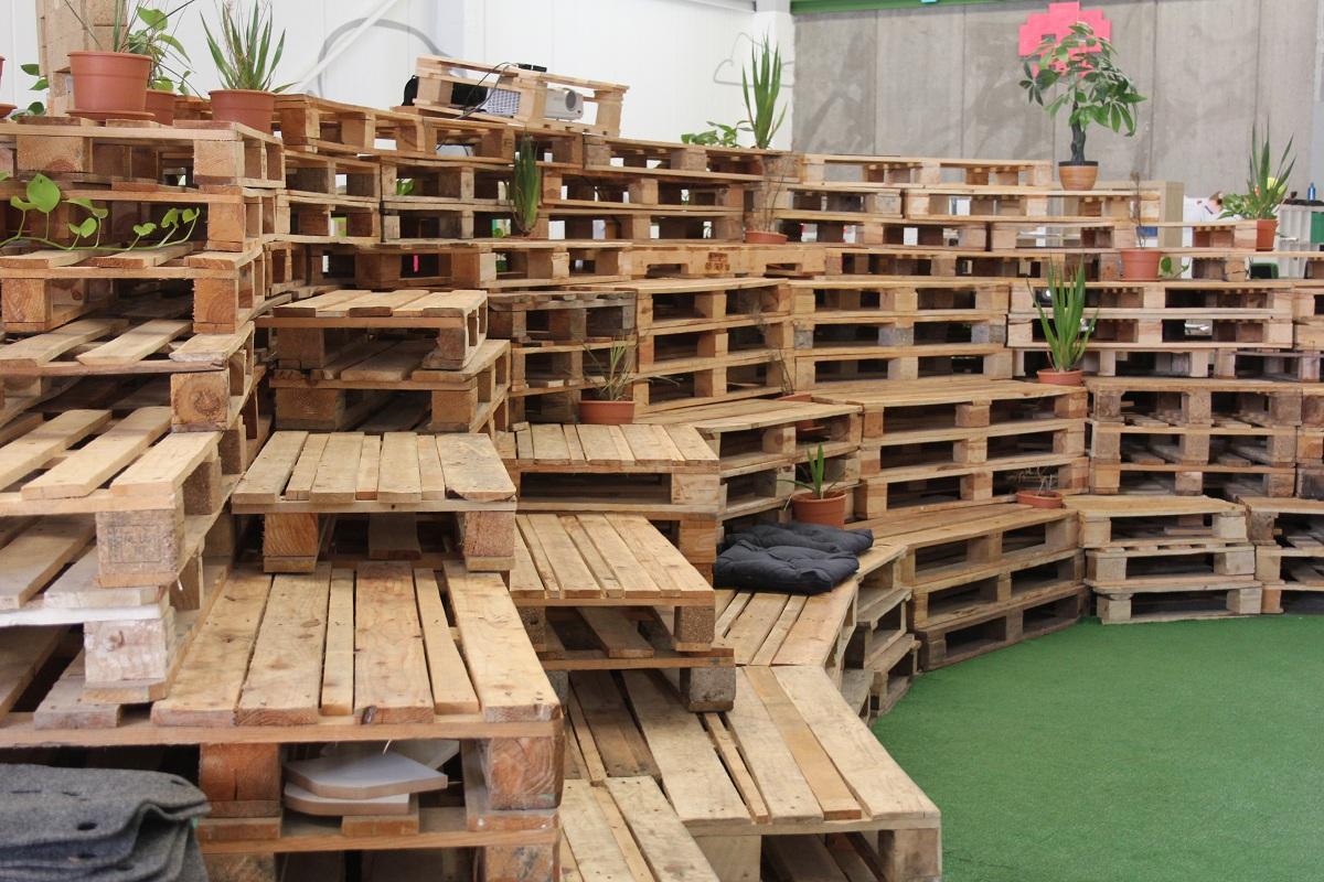 ou trouver des palettes en bois gratuitement faites le vous m me. Black Bedroom Furniture Sets. Home Design Ideas