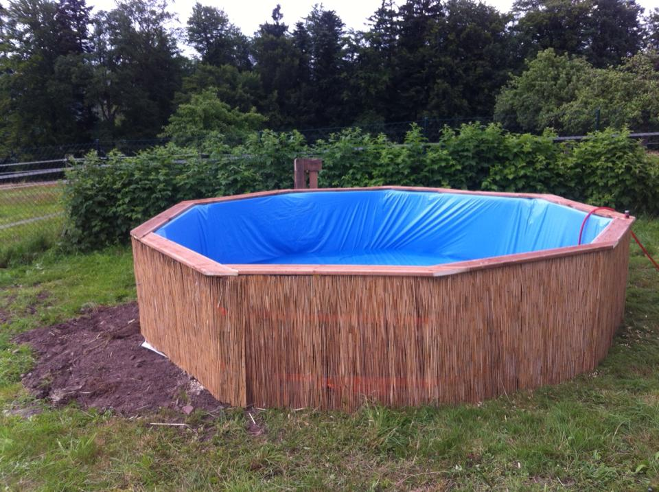 Une piscine avec 10 palettes à petit prix.